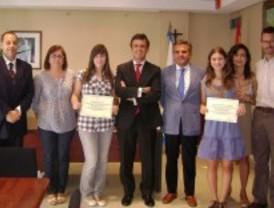 La Universidad Francisco de Vitoria premia a dos alumnas majariegas con una beca de estudios