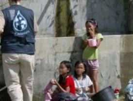 Voluntarios con agua potable para Suramérica