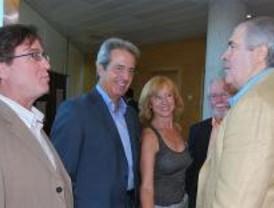 Oposición en bloque al discurso liberalizador y 'espeluznante' de Aguirre