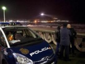 Hallan el cadáver de uno de los policías que se lanzó al mar a rescatar a un joven