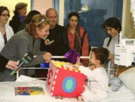 Aguirre visita a los pacientes del Niño Jesús
