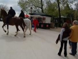 Los agentes a caballo llevarán casco