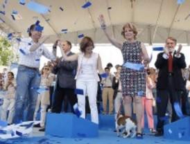 Aguirre se lleva a su perro al mitin de Valdemoro para animar a votar