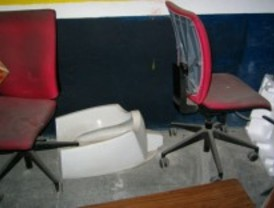 Agua fría y cristales rotos en los centros de Policía Municipal