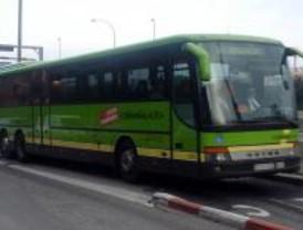 Fallece una mujer de 60 años tras colisionar su coche con un autobús en la A-1