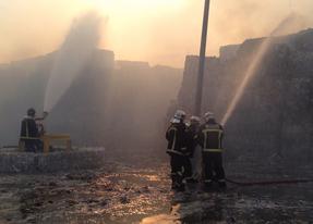 Arden 3.000 toneladas de papel prensado en Fuenlabrada