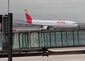 Iberia gestionará los envíos postales aéreos de Correos Madrid-Canarias
