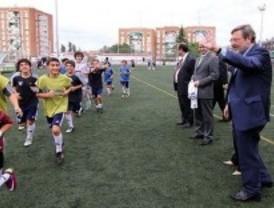 Lissavetzky se compromete a reconstruir el estadio de Vallehermoso