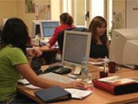 Las mujeres ocupan el 71,4% del empleo creado en 2007