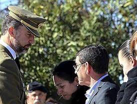 El Príncipe preside un funeral lleno de dolor y emoción por los cinco militares muertos