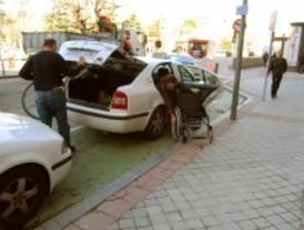 Los discapacitados rechazan que las muletas y sillas de ruedas entren en el 'copago' farmacéutico
