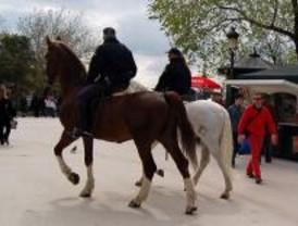 Los policías a caballo piden chalecos protectores además de los cascos