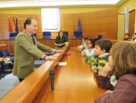 Los escolares visitan el Ayuntamiento de Pozuelo de Alarcón