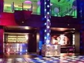 Roban a punta de pistola 9.000 euros en la oficina de la discoteca Cool