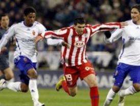 El Atlético rescata en Zaragoza un punto en la prolongación con un hombre menos