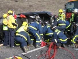 Dos heridos al alcanzar un camión a un coche en la M-50