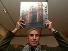 Tabernero recoge en un libro las fotografías de 14 fachadas 'efímeras' de edificios de Madrid