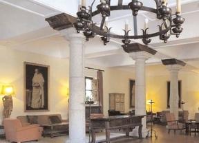 Los muebles y cuadros del hotel Santa María de El Paular salen a subasta este domingo