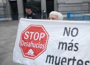 Desahucian a una anciana de 85 años en Vallecas