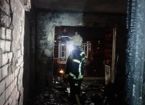 Ocho heridos leves y un detenido en aparatoso incendio en el Barrio del Pilar