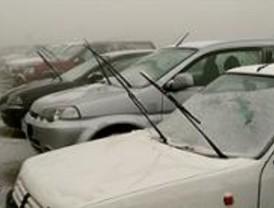 La nieve deja una mujer herida y varios incidentes de tráfico