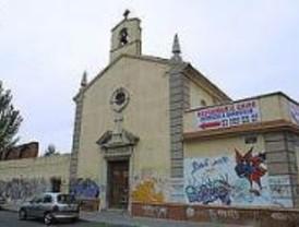 Decenas de personas vuelven a protestar por el cierre de la Iglesia de San Carlos Borromeo