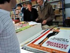 Los madrileños ya pueden buscar libros, revistas y carteles 'viejos' en Recoletos