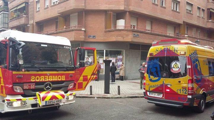 Bomberos y el Samur en un incendio en Arganzuela.