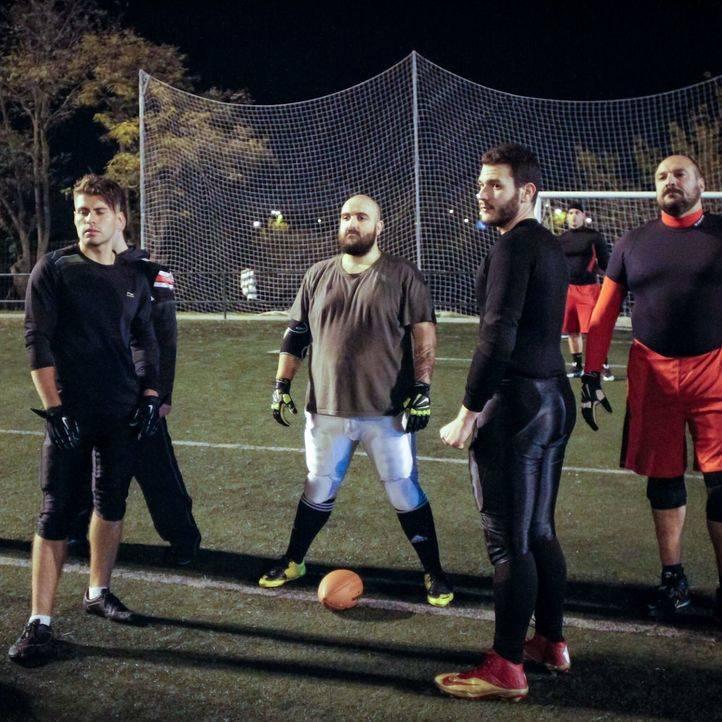 Entrenamiento del equipo de fútbol americano 'Toros' en el polideportivo de Vicálvaro.