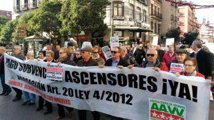 Manifestación para reclamar el pago de ayudas a la rehabilitación
