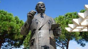 Estatua de Tierno Galván