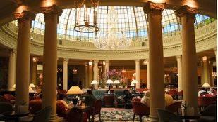 B�veda y lobby del Hotel Palace. Hoteles libro turismo
