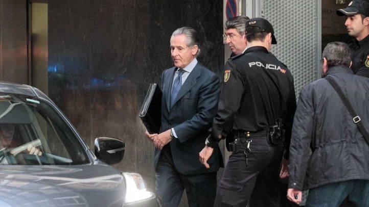 Miguel Blesa sale de la Audiencia Nacional después de prestar declaración como imputado en el caso de las tarjetas opacas de Cajamadrid.