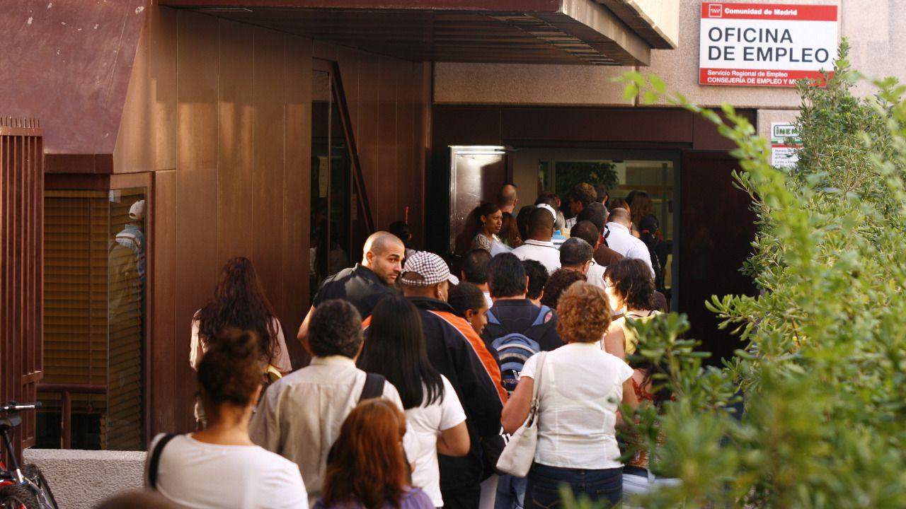 El n mero de parados subi en personas en enero for Oficina inem madrid