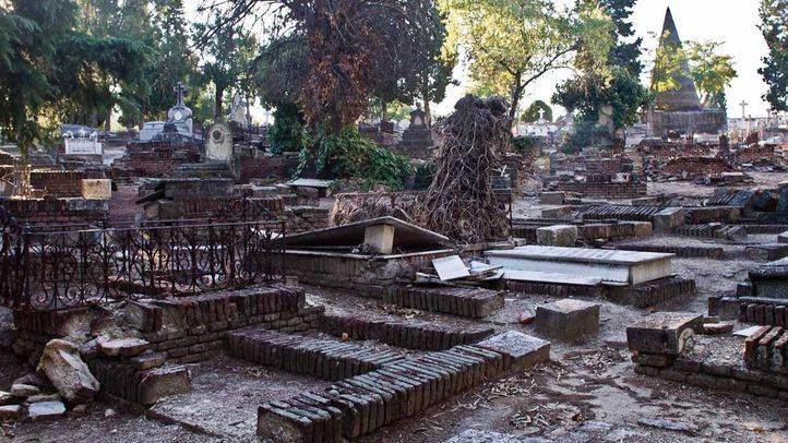 Desperfectos en el cementerio de la Almudena.