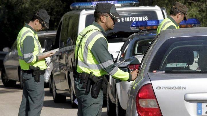 Controles de la Guardia Civil para comprobar la documentaci�n de los veh�culos