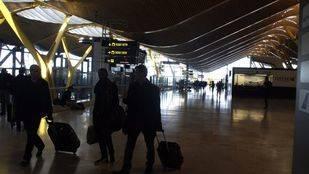 Alarma por supuesto aviso de bomba en un avión de la compañía Saudí Airlines en la T4 del aeropuerto Adolfo Suárez Madrid-Barajas.