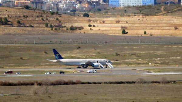 Barajas decreta la alarma general tras una amenaza de bomba falsa en un vuelo Madrid-Riad