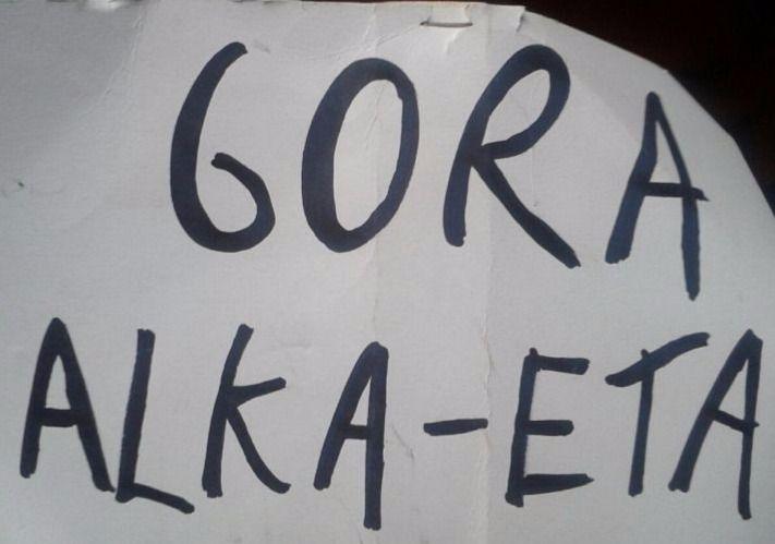Detenidos dos titiriteros por desplegar un cartel de 'Gora Alka-ETA' en una función infantil del Carnaval de Tetuán