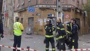 Desalojan a 73 personas en un edificio en Vallecas por el derrumbe de un forjado