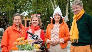 El embajador holand�s en Espa�a, Cornelis van Rij antes de que de comienzo el paseo en bici Bike4Life 2015 durante las celebraciones del D�a de Holanda en Espa�a.