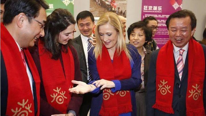Cifuentes y Maestre dan la bienvenida al Año Nuevo Chino, un