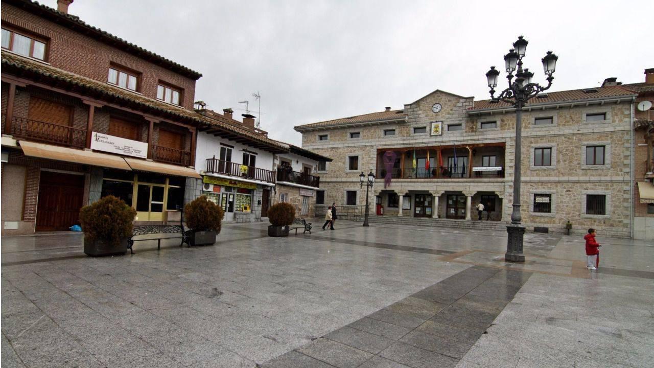 Manzanares el real pide un nuevo centro escolar de - Polideportivo manzanares el real ...