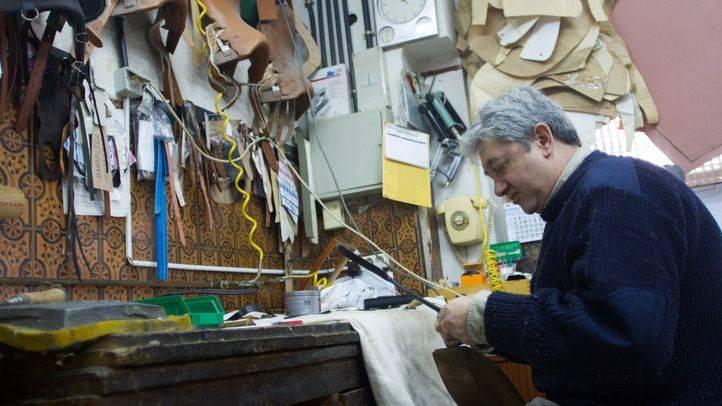 Antonio Martínez trabajando en su taller