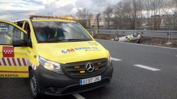 Dos heridos leves tras volcar su turismo a la altura de Fuentidueña del Tajo