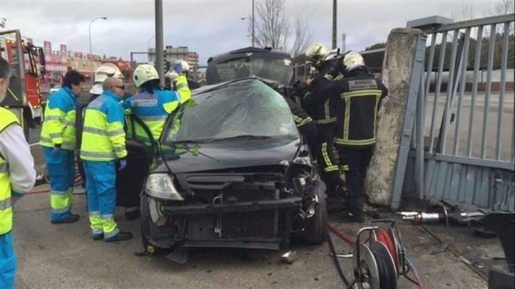 Herido grave un conductor al chocar contra un muro en Parla