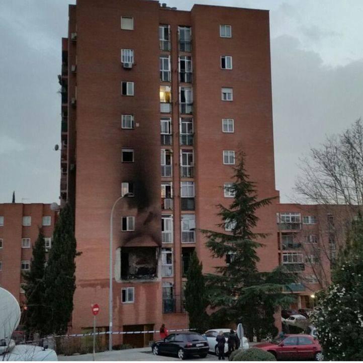 Desalojado un edificio de nueve plantas en Rivas tras un espectacular incendio