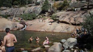 La Comunidad prohibirá el baño en las pozas de La Pedriza por la suciedad generada