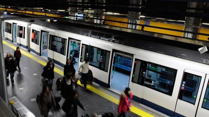 Un convoy de la línea 8 de Metro, dirección Aeropuerto (archivo)