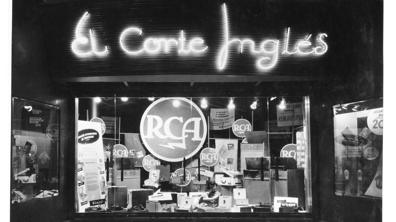 El corte ingl s homenajea a sus clientes en su 75 - Foto lienzo el corte ingles ...
